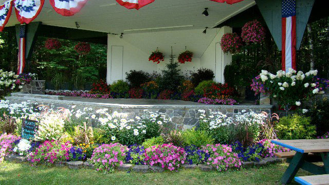 fourth-of-july-flowerbed